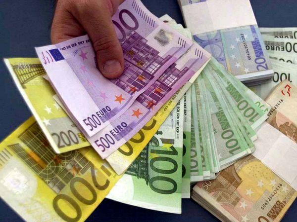 Il farmacista e lo stipendio da duemila euro al mese.