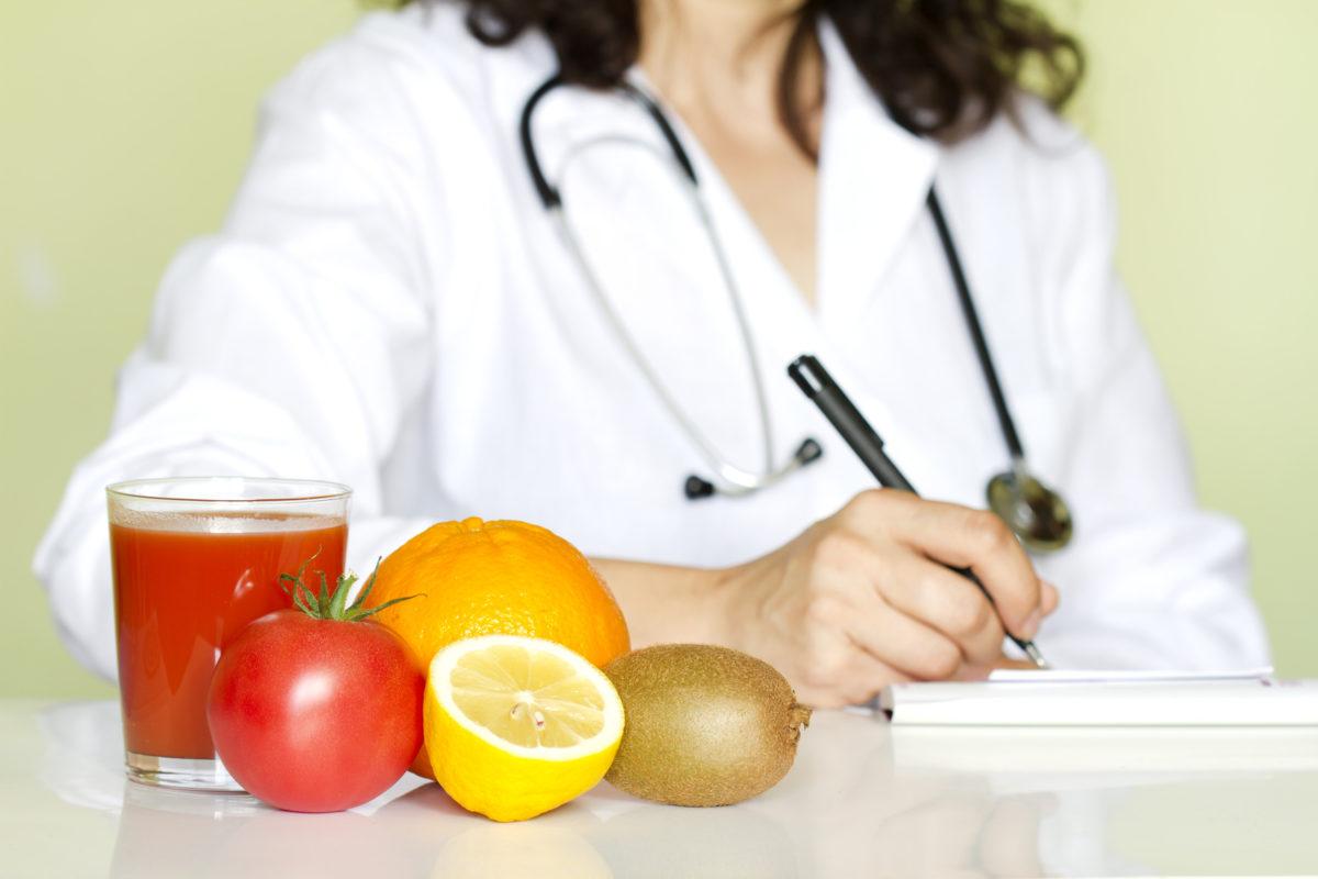 Farmacista e biologo nutrizionista: non si puo' fare.