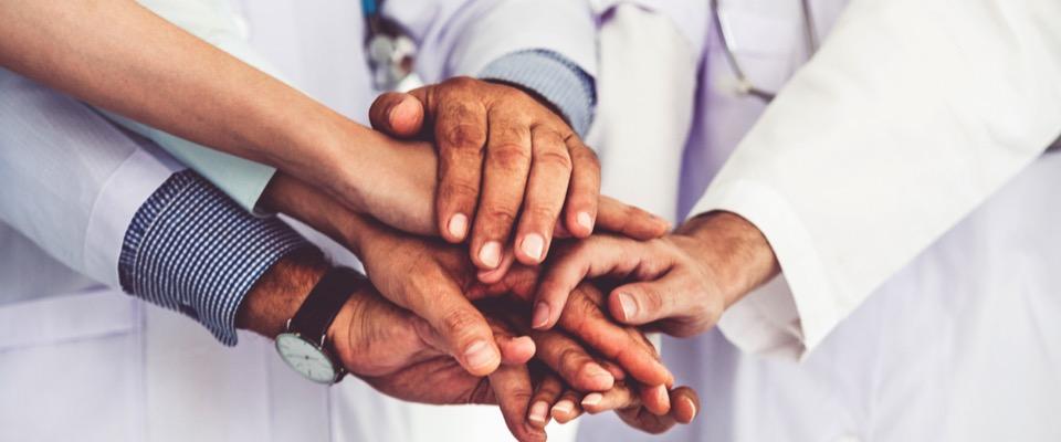 Medici e farmacisti, studio: «Collaborazione è fondamentale per migliorare le cure»